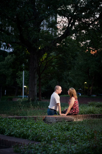 Engagement session Philadelphia at night