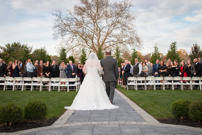 Father walks bride down aisle at Warrington Country Club